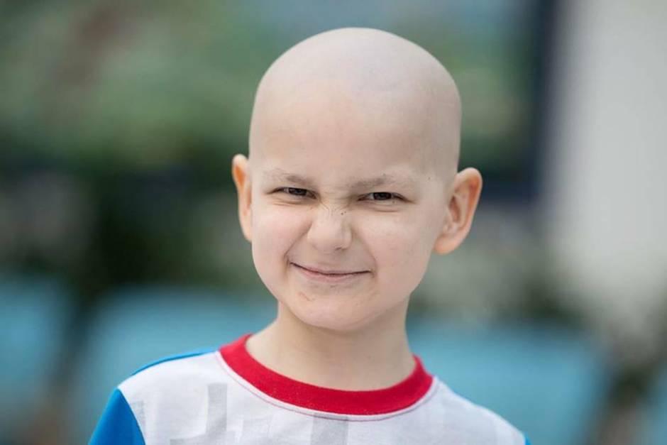 Neunjähriger Weihnachtsfan Jacob stirbt an Krebs