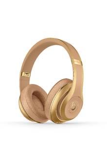 Welche Fashionista ist nicht völlig verrückt nach einem Piece von Balmain?! Stylischer können Kopfhörer nicht aussehen - und noch dazu halten die kabellosen Over-Ears 12 Stunden. Studio Wireless von Beats by Dr.Dre, ca. 700 Euro