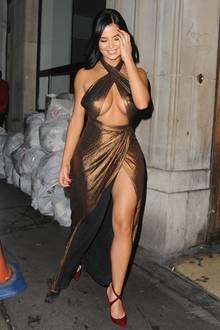 Ist das Mode oder kann das weg? Das britische Model Demi Rose Mawby ist mittlerweile für ihre eher fragwürdigen Outfits bekannt. Auch mit diesem schimmernden Kleidchen beweist sie, weniger ist nicht immer automatisch mehr ...