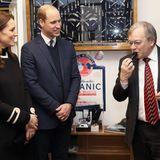"""22. November 2017   Während des Besuchs der Firma """"Acme Whistles"""", dem weltgrößten Produzenten von Trillerpfeifen, werden Herzogin Catherine und Prinz William einige der Produkte demonstriert ..."""