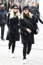 Wer ist denn jetzt wer? Reese Witherspoon und ihre Tochter Ava Phillippe, die sich sowieso schon unglaublich ähnlich sehen, scheinen ihren Spaß daran zu haben, die Pariser Paparazzi mit dem gleichen Look zu verwirren.