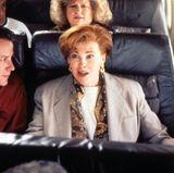 """Als Kate McCallister im Flugzeug bemerkt, dass sie ihren Sohn Kevin am Airport vergessen hat, steht ihr die Panik ins Gesicht geschrieben. Mit diesem Blick - und ihrem roten Haar - brennt sich Catherine O'Hara 1990 ins Gedächtnis aller """"Kevin-Fans"""" ein."""