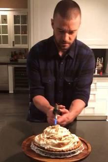 Justin Timberlake stellt unter Beweis, dass er ein guter Hausmann ist. Stolz postet Jessica Biel ein Foto, wie ihr Liebster einen Kuchen flambiert.