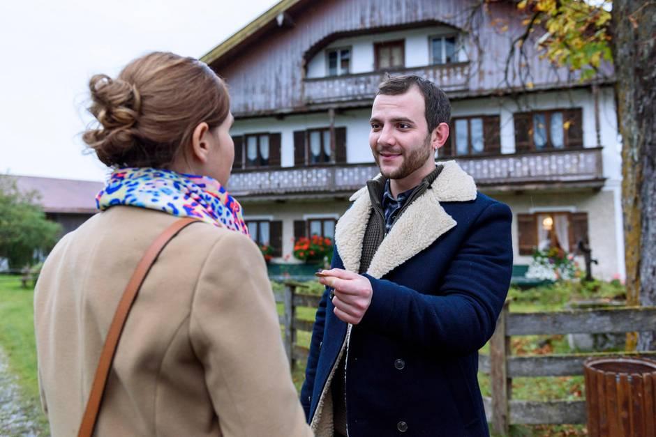 Bezaubernde Begegnung: Melli Morgenstern (Bojana Golenac) und Wanja Semjonov (Eigen Knecht)