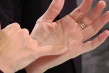 """Chirosophie: Die Kunst des Handlesens - diese Bedeutung hat der Buchstabe """"M"""" in Ihrer Handfläche"""