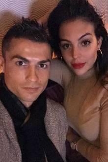 22. November 2017  Diese beiden Hübschen haben sich lieb: Cristiano Ronaldo und seine Freundin GeorginaRodriguez.