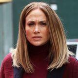 Im Oktober zeigte sich Jennifer Lopez noch mit extralanger, lockiger Wallemähne auf der Bühne, nun überrascht sie mit einem ganz neuen Look: Einem glatten Long-Bob. Aktuell dreht J. Lo einen Film in New York. Ob die Typveränderung was mit ihrer Rolle zu tun hat?