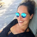 Mit diesem Schnappschuss wünscht Ana Ivanovic ihren Instagram-Fans einen schönen Sonntag. Die werdende Mama strahlt vor Glück. In ihrer Sonnenbrille spiegelt sich zudem ein süßes Detail: Während Ana mit der einen Hand ein Selfie knipst, streichelt sie mit der anderen zärtlich ihren Babybauch.