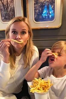 26. November 2017  Mit Essen spielt man nicht! Reese Witherspoon und Sohn Tennessee machen da für einen lustigen Instagram-Schnappschuss mal eine Ausnahme.
