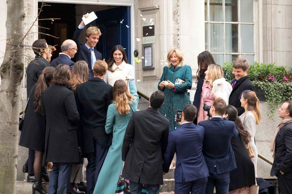 24. November 2017  Heimliche Hochzeit in London: Prinz Christian hat in London das Model Alessandra de Osma geheiratet. Mit Blütenblättern wird das frisch vermählte Paar vor dem Standesamt von Freunden und Familie in Empfang genommen.  De kirchliche Trauung findet im März in Peru statt.