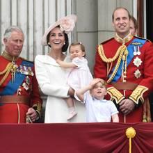 Prinz Charles, Herzogin Catherine, Prinzessin Charlotte, Prinz George, Prinz William, Königin Elizabeth,Prinz Philip