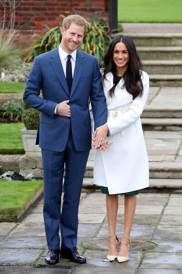 27. November 2017  Fototermin im Kensington Palace: Im Sunken Gardens treten Prinz Harry und seine Verlobte Meghan Markle freudestrahlend vor die wartenden Fotografen.