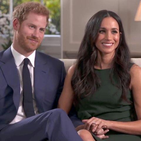 27. November 2017  Alle Welt blickt auf Prinz Harry und seine Meghan Markle, als sie mit BBC über den Heiratsantrag und die emotionalen Momente sprechen.