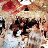 15. November 2017  Zeit für einen kleinen Besuch im weihnachtlichen Kaufhaus muss sein. Prinzessin Marie, die in Frankreich geboren ist, holt sich vielleicht Geschenkinspirationen aus ihrer Heimat.