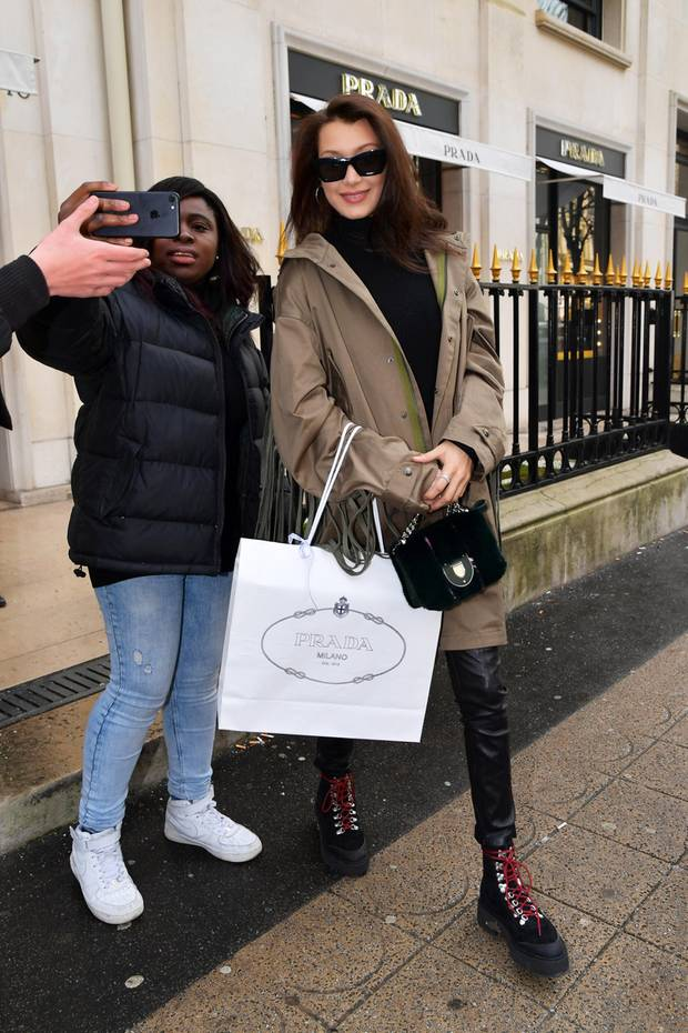 Bella Hadid beim Shopping in Paris
