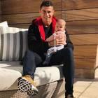 28. November 2017  Ein überglücklicher Papa: Cristiano Ronaldo stellt Töchterchen Eva vor.