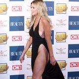 """Danielle Sellers, Model und Kandidatin der britischen """"Love Island""""-Show, zeigt bei den """"Beauty Awards"""" in London, was sie hat. In einem schwarzen Kleid mit tiefem Ausschnitt und Beinschlitz zeigt sie Sideboob, Bein, Po und Dekolletée - das Sprichwort """"weniger ist mehr"""", scheint ihr nicht bekannt zu sein."""