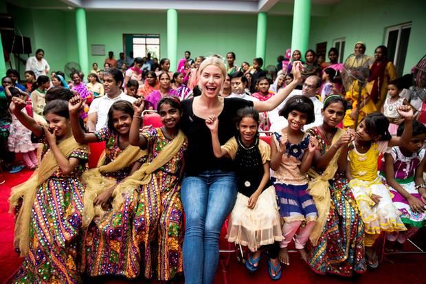 """Model Lena Gercke eröffnet als Botschafterin der Stiftung """"RTL - Wir helfen Kindern"""" ein Kindernothilfe-Heim für obdachlose Mädchen in der Nähe von Delhi, Indien.  Dies ist nur eines der Projekte, das dank der Rekordsumme von mehr als neun Millionen Euro vom 22. RTL-Spendenmarathon umgesetzt werden kann."""