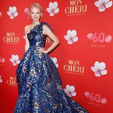 Im Couture-Kleid von Eva Poleschinski sieht Franziska Knuppe aus wie eine Prinzessin und stiehlt so manchem die Show.