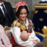 Passend zum fröhlichen Anlass sind auch die Farben von Sofias traditioneller Tracht.