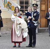 Prinzessin Sofias Trachten-Look zur Taufe von Prinz Gabriel ist eine echte Überraschung. Es ist übrigens die Älvdalener Tracht, Sofias Heimat.