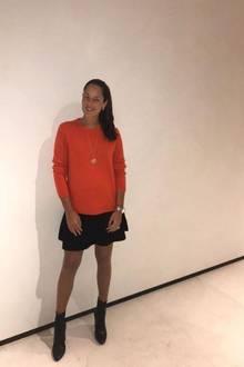 """""""Happy Saturday"""", schreibt Ana Ivanovic zu diesem Schnappschuss auf Instagram. Ihre kleine Babykugel hat die schöne Ehefrau von Fußball-Star Bastian Schweinsteiger darauf in einen kuscheligen Oversize-Pullover gehüllt. Die werdende Mama scheint rundum glücklich und zufrieden zu sein - wie schön!"""