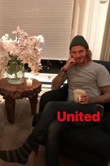 """2. Dezember 2017  Zeit für das Aufeinandertreffen der großen Fußballklubs: Sohn Romeo ist für """"Arsenal London"""", während Papa David Beckham """"Manchester United"""" anfeuert."""