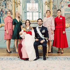 Schwestern-Power: Lina Frejd und Sara Hellqvist stehen neben Prinzessin Sofia, Prinzessin Madeleine und Prinzessin Victoria zeigen sich an Carl Philips Seite.