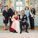 Das Foto mit den stolzen Großeltern darf natürlich nicht fehlen: Marie und Erik Hellqvist sowie Königin Silvia und König Carl Gustaf