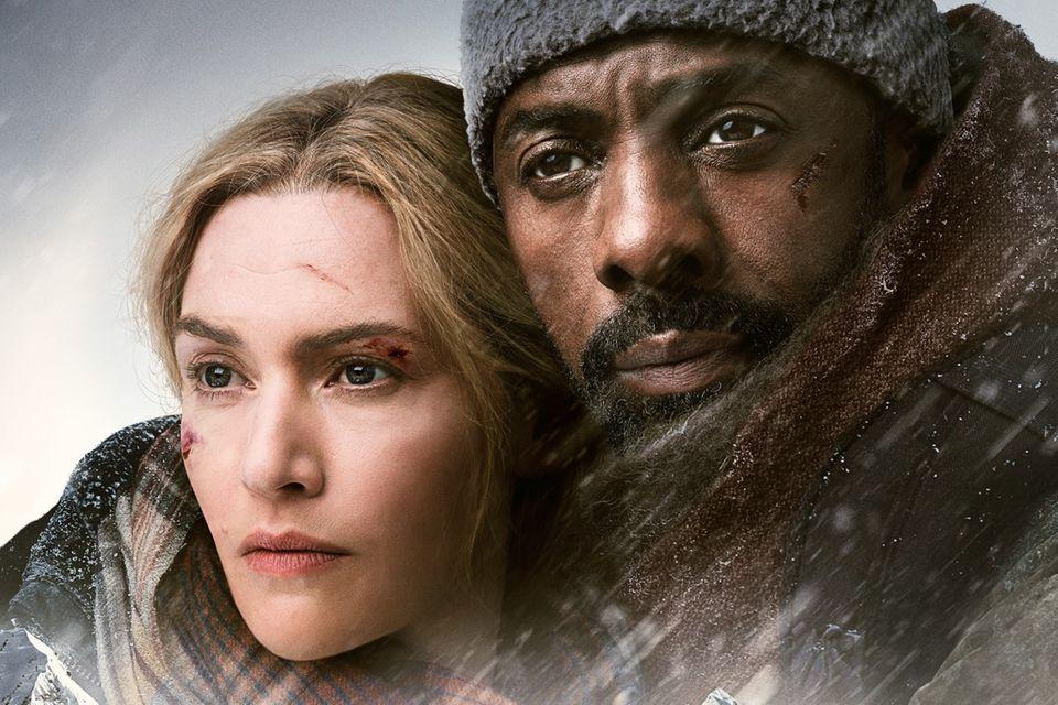 """Plakat zu """"Zwischen zwei Leben"""" (2017) mit Kate Winslet und Idris Elba"""