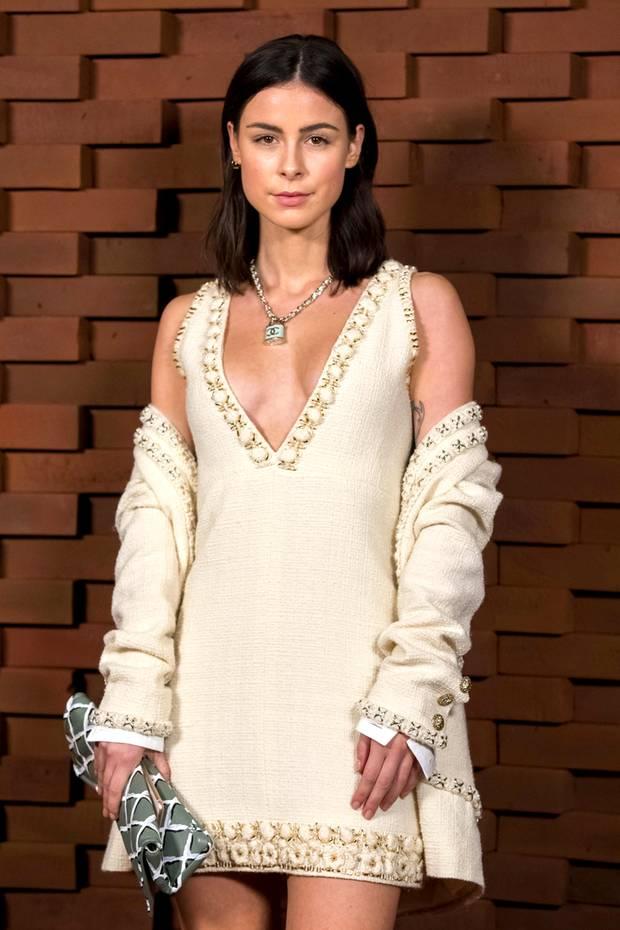 Auch Lena Meyer-Landrut lässt sich die Chanel-Show in der Hamburger Elphilharmonie nicht entgehen. Und natürlich trägt sie Chanel.