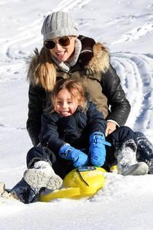 7. Dezember 2017  ... Danach düsen Michelle Hunziker und Sole mit einem Schlitten den Berg hinab.