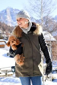 """7. Dezember 2017  Auch Familienhund Lilly darf natürlich nicht fehlen und genießt mit """"Mama"""" Michelle den herrlich sonnigen Tag."""