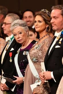 Was für ein galmourös verpackter Babybauch: Prinzessin Madeleine strahlt bei der Nobelpreisverleihung in einem Kleid von Séraphine.