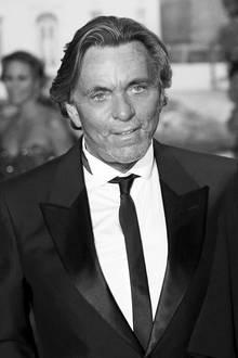 """10. Dezember 2017: Otto Kern (67 Jahre)  Der deutsche Designer ist im Alter von nur 67 Jahren gestorben. Als """"Hemdenkönig"""" bekannt geworden, erlag der Mode-Star in seiner Wahlheimat Monaco ganz unerwartet einem Herztod."""