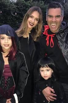 1. November 2017  Familie Alba rückt näher zusammen: Gemeinsam posieren sie zu Halloween für ein tolles Gruppenfoto.