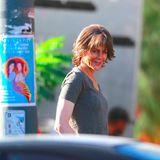 """Für den Film """"Destroyer"""" wird der Hollywoodstar beim Drehen erwischt. Die kürzeren Haare und das sie müde und älter wirken lassende Make-up lassen die Oscarpreisträgerin wie einen ganz anderen Menschen erscheinen. Hättet ihr Nicole Kidman erkannt?"""