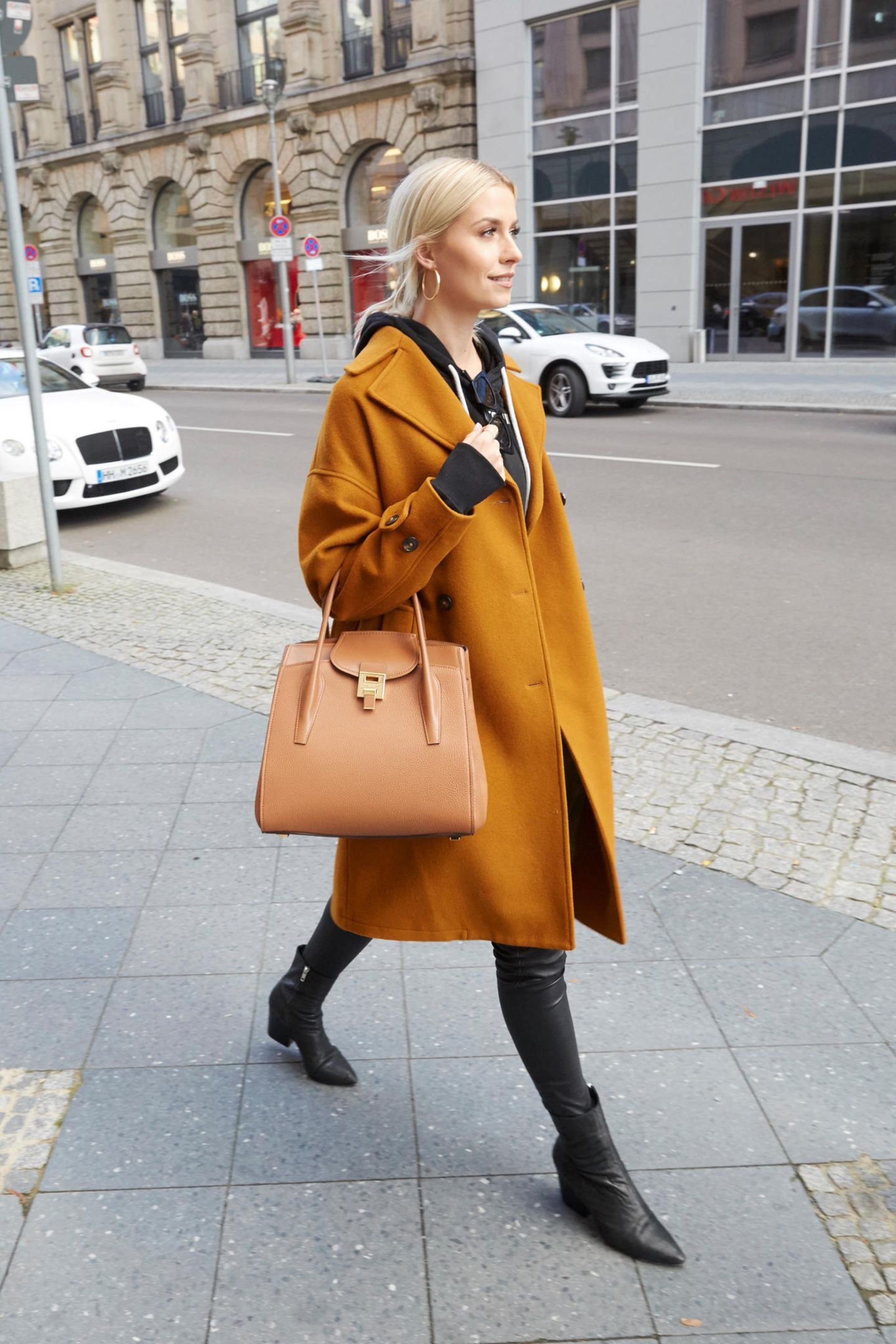 Denn auch das deutsche Model Lena Gercke liebt das Modell. Sie kombiniert es lässig zum Alltagslook.
