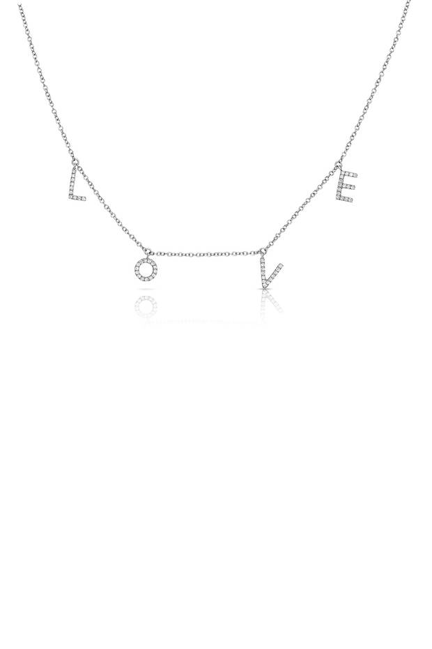 Ganz verliebt sind wir in diese hübsche Kette von Lajoux. Die mit Diamanten besetzte Halskette in 14 Karat Weißgold lässt sich auch personalisieren. Ab ca. 360 Euro.