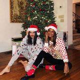 Die Models Shanina Shaik und Jasmine Tookes kann auch ein Ugly-Christmas-Sweater nicht entstellen.