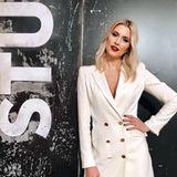 """Blazer oder Kleid? Lena Gerckes figurbetontes Blazer-Kleid von """"Liu Jo"""" ist nicht nur ein echter Hingucker, sondern auch ein wahres Multitalent. Funktioniert tagsüber (mit Hose) im Büro und lässt sich mit einigen wenigen Handgriffen für die After-Work-Party (ohne Hose) umstylen."""