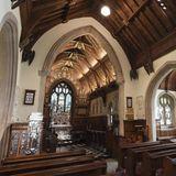 Wenn die Windsors in Sandringham sind, gehört der Kirchgang in die St. Mary Magdalene Kirche, die sich auf dem Anwesen des Schlosses befindet, dazu. Hier wurde auch Prinzessin Charlotte getauft.