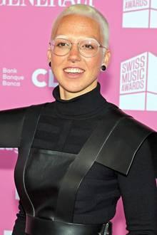 """Fast zehn Jahre später überrascht die Sängerin bei der """"23. José Carreras Gala"""" in den Bavaria Studios München mit einem komplett neuen Look. Hätten Sie sie erkannt?"""
