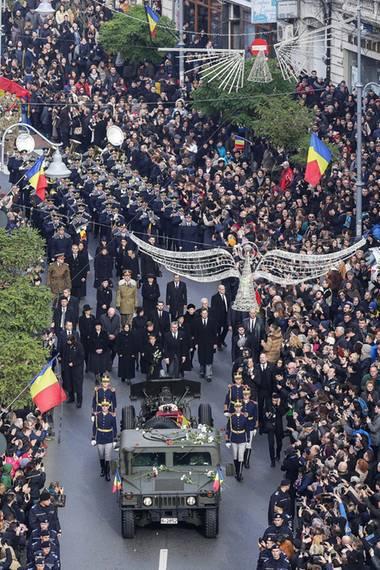 16. Dezember 2017  Tausende Menschen säumen die Hauptstraße in Bukarest, um ihrem am 5. Dezember verstorbenen König Michael Respekt zu zollen. Das letzte Geleit geben ihm unter vielen anderen Georg Friedrich Prinz von Preußen, aber auch...