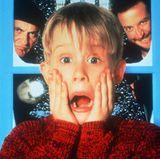 """Macaulay Culkin wird mit seiner Rolle in """"Kevin - Allein Zu Haus"""" weltberühmt. An die Erfolge der """"Kevin-Filme konnte der Kinderdarsteller aber nie wieder anknüpfen und verschwand lange komplett von der Leinwand."""