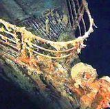 Das Wrack der Titanic wurde 1985 erstmals geortet, und zieht seitdem viele Souvenirjäger, Kamera-Teams und andere, leider auch müllverbreitende Titanic-Touristen an, sogar eine Trauung soll an dieser Stelle schon stattgefunden haben.