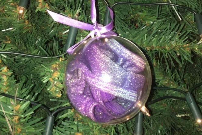 Lustige Weihnachtskugeln.Lustiges Twitter Posting Oma Kauft Weihnachtskugeln Und Bemerkt