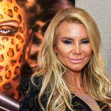 Hätten Sie Tatjana Gsell auf den ersten Blick erkannt? Die mittlerweile 46-Jährige scheint den ein oder anderen Besuch beim Beauty-Doc hinter sich zu haben und sieht mittlerweile aus wie ein komplett anderer Mensch.Für einen natürlichen Look hatte Gsell schon in der Vergangenheit nur wenig übrig. Hier scheint das Problem allerdings mehr als nur zu viel Make-up zu sein ...