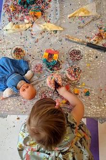 17. Dezember 2017   Ein Frühstückstraum voller bunter Streusel: Nicky Hilton lässt Fans an Töchterchen Lilys süßem Spaß teilhaben.