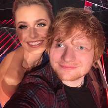 "18. Dezember 2017   ""Mein Fan-Girl-Moment mit Ed Sheeran"", postet ""The Voice of Germany""-Moderatorin Lena Gercke."